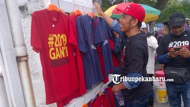 Kaos #2019gantipresiden Bawa Berkah untuk Pedagang