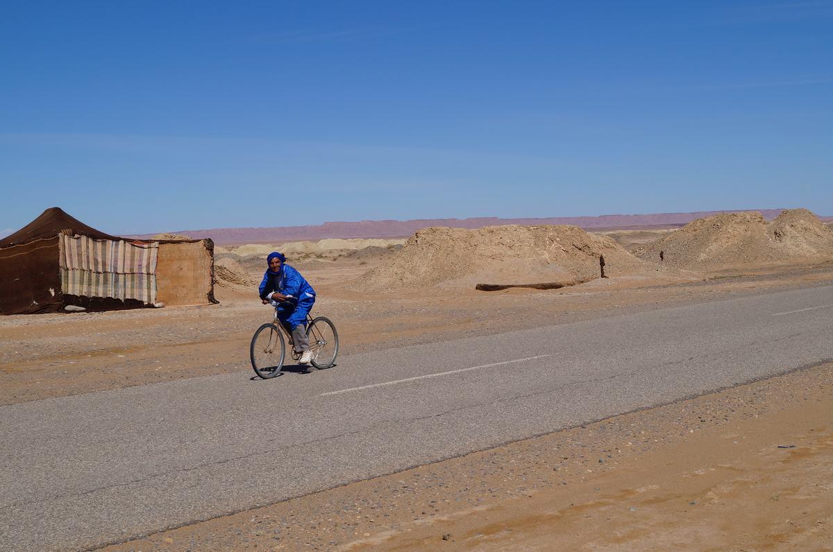 pozos de agua bereberes, en bici por el desierto, jaimas