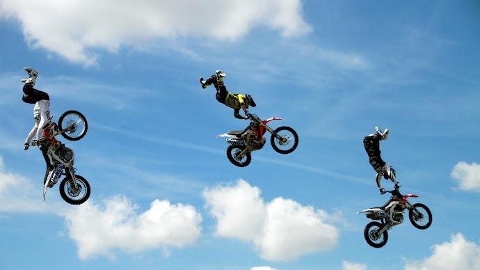 Wallpaper: Motocross Aerial Acrobatics