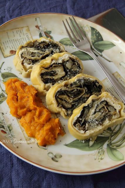 Rotolo di pasta fresca ripieno di ricotta, carciofi ed erbette con crema di zucca