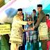 Muhamad Nizar Serahkan Tropi Juara Umum STQ Lingga pada Camat Singkep Barat