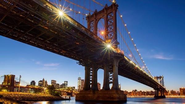 Manhattan Bridge and Brooklyn Bridge in NY