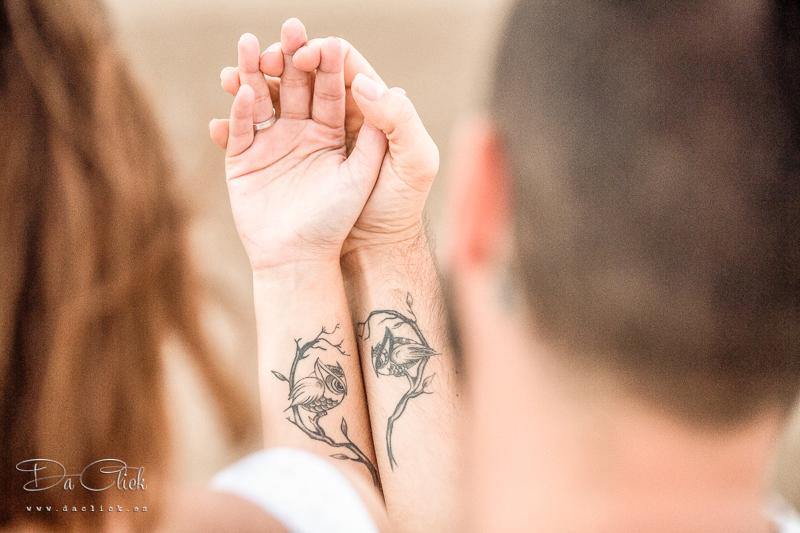 tatuaje pareja forma corazón
