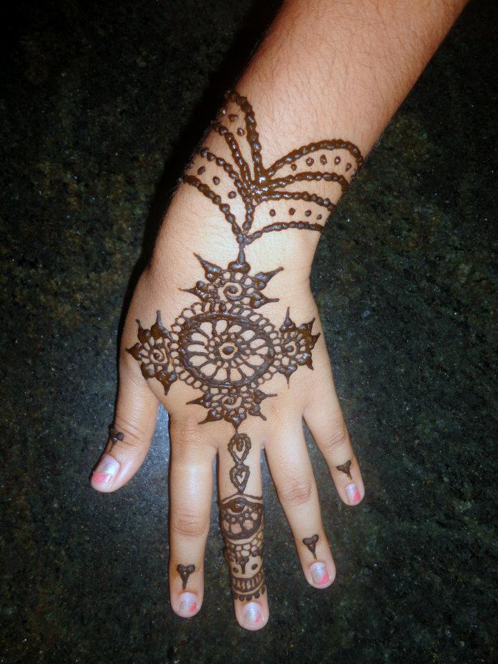 Very Simple Mehandi Designs For Hand Easy To Add