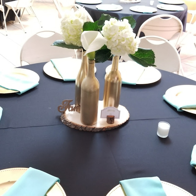Hyrangeas and Calla Lilies created this stunning centerpiece.