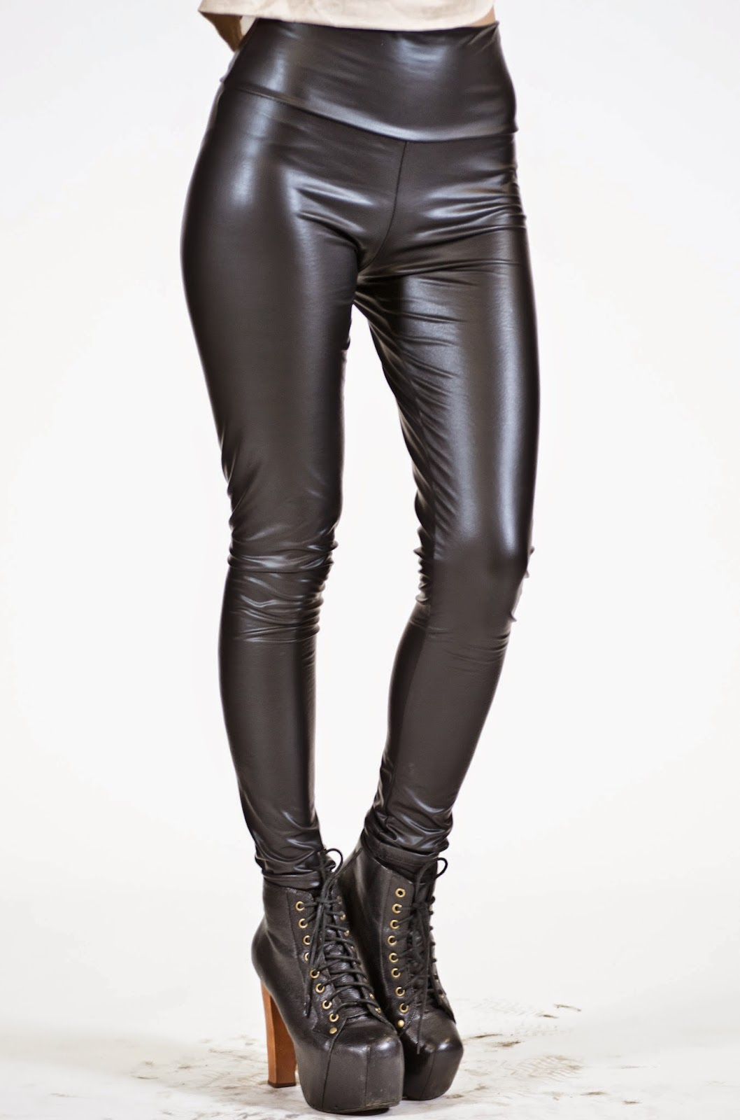 Hot And Attractive Liquid Leggings Photos For Girls