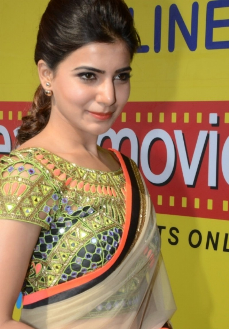 Samantha Latest Navel Show Stills In Cream Color Saree