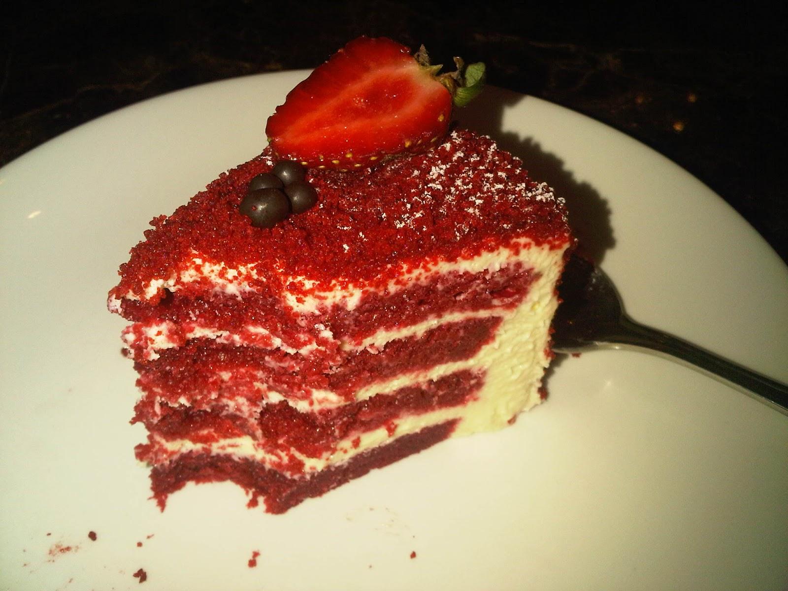 On Mange Ce Quon Aime Harvest Red Velvet Cake