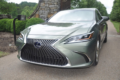 Lexus ES 300h, What The Socially Responsible Moderately Rich Will Be Driving Next