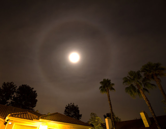 Halo around the moon, 10mm, 8seconds, 6:11PM (Source: Palmia Observatory)