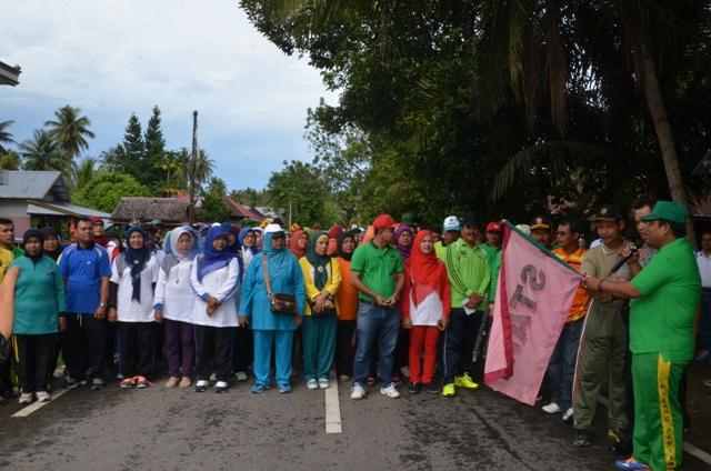 Hut Korpri Ke-45 Di Padang Pariaman, Wabup Suhatri Bur Lepas Gerak Jalan Jantung Sehat.