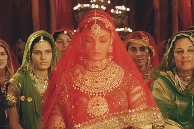 Bollywood Fashion N Beauty: MODELS OF BLOUSE DESIGNS: JODHA AKBAR FILM ACTRESS