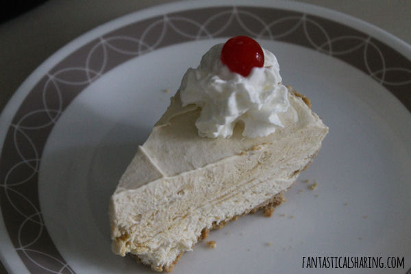 Root Beer Float Pie #dessert #recipe #pie #rootbeer #rootbeerfloat #nobake #nobakedessert