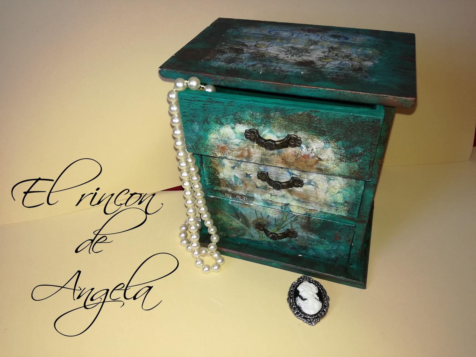 El rincon de angela decoupage con papel de folio joyero - Pintura para decoupage ...