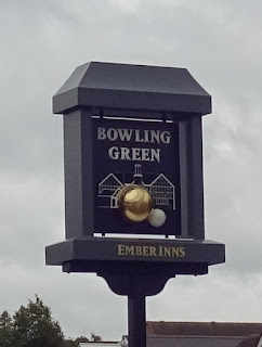 The Bowling Green pub in Lichfield has a very nice 3D sign