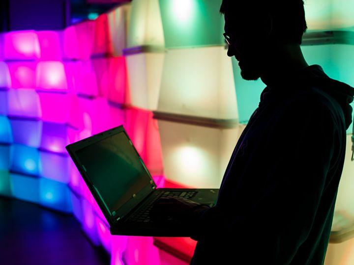 contratar los servicios de un hacker