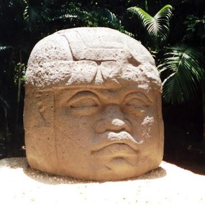Patung Kepala Kolosal Olmec - Meksiko