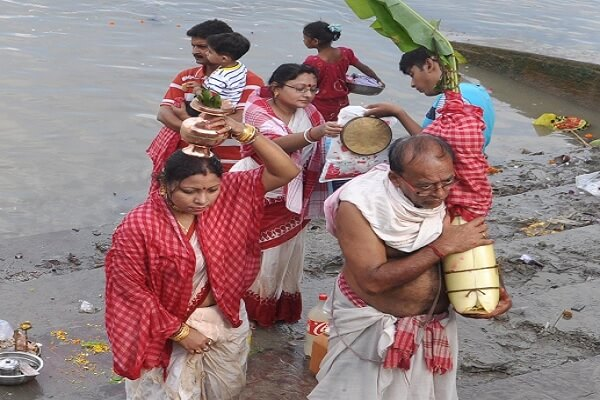 Bengal resonates with prayers, revelry on Maha Saptami