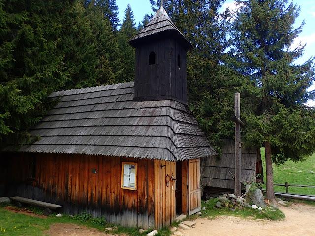 Kapliczka na Polanie Chochołowskiej
