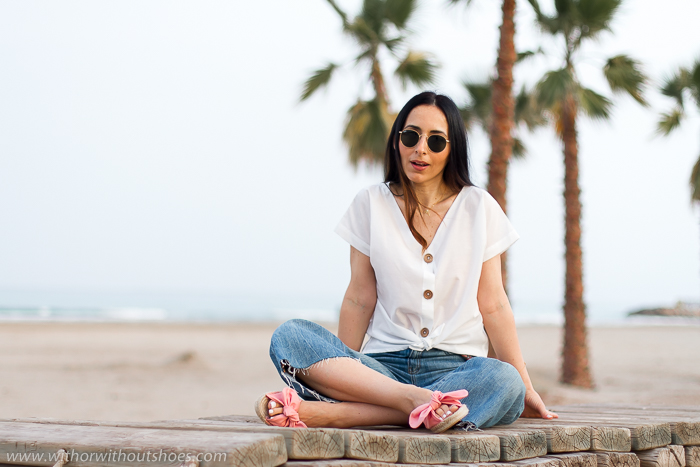 camisa Almardá en color blanco roto y con botones de madera Fusta Shoes