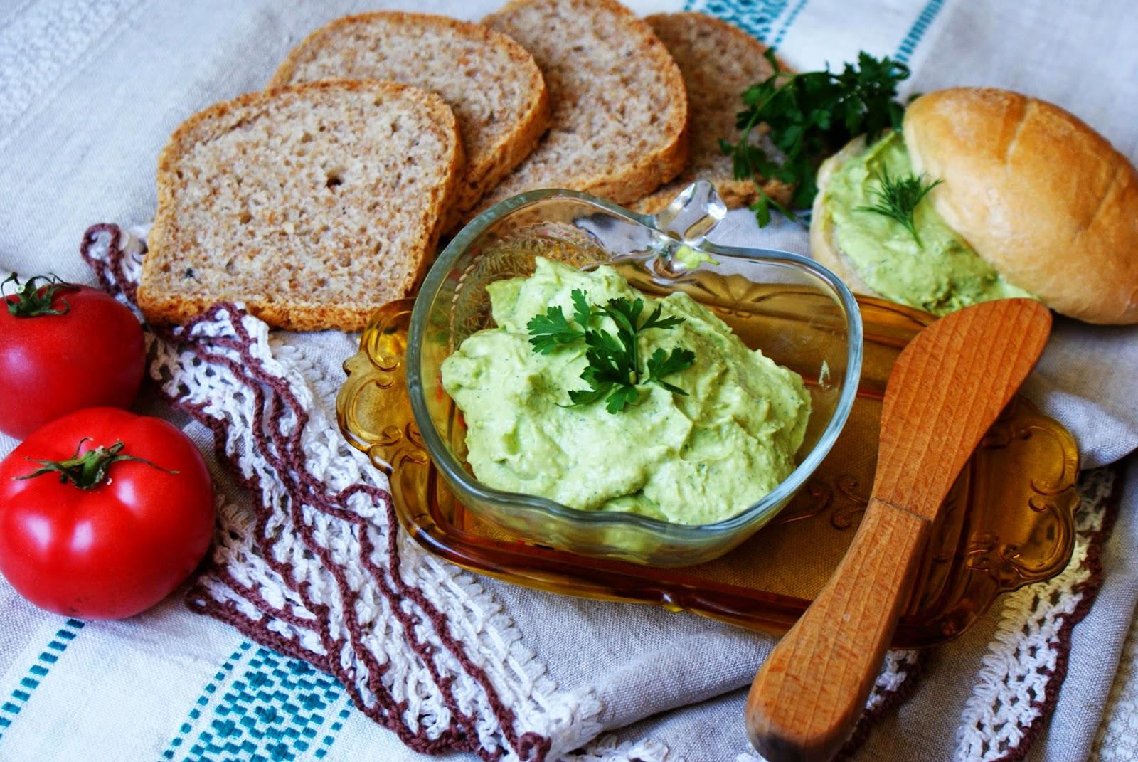 Śniadaniowa pasta z zielonego groszku i jajek