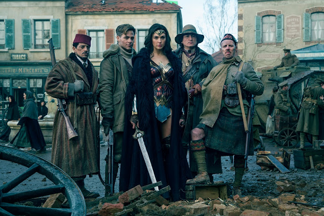 wonder woman chris pine group photo world war 2
