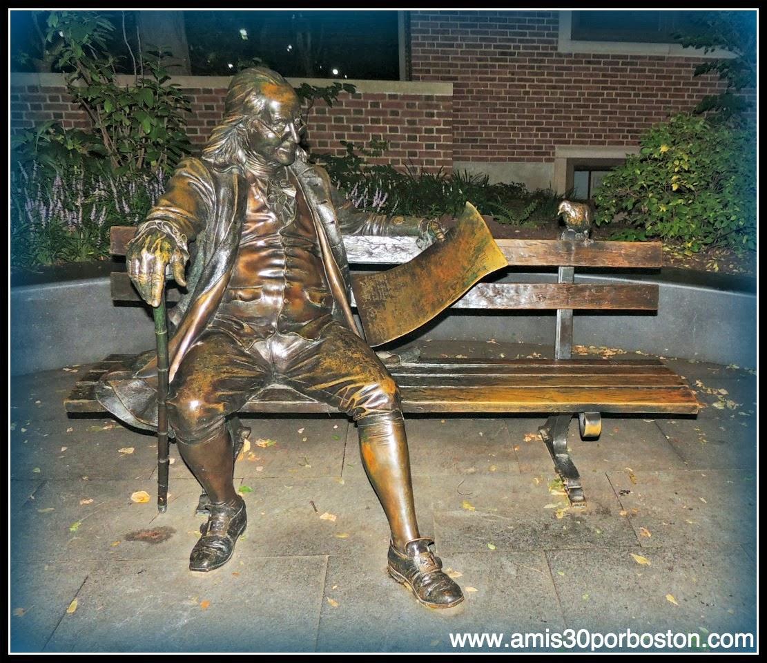 Estatua de Benjamin Franklin en la Universidad de Pensilvania
