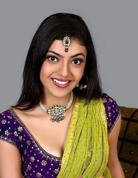 Hot Kajal Agarwal Navel Show In Green Dress