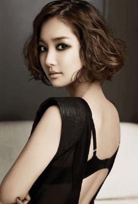 gaya rambut ikal pendek wanita