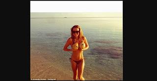 Amanda Holden en la playa