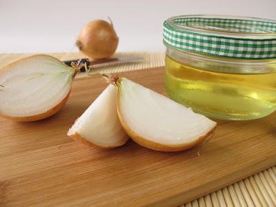 Traitement de la peau à l'oignon et au miel