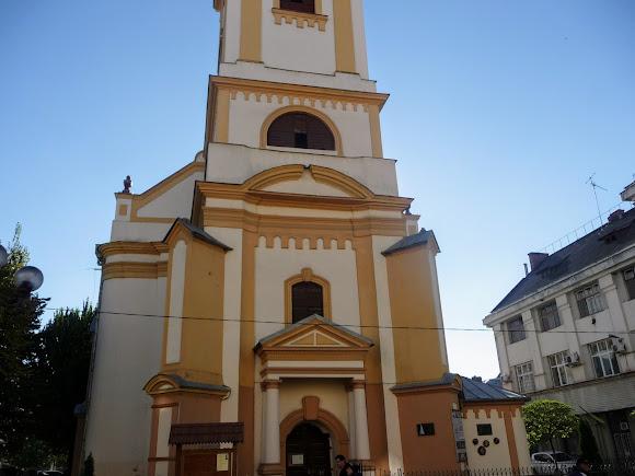 Берегово. Площа Кошута. Реформатська церква
