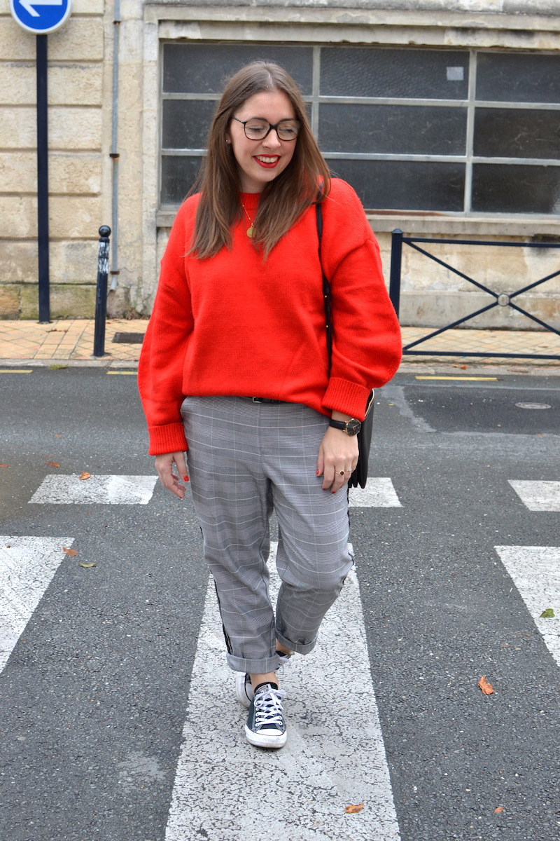 pull rouge H&M, pantalon prince de galles Zara, trio bag céline, converse noir