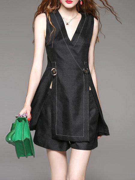 https://www.stylewe.com/product/sleeveless-two-piece-v-neck-elegant-romper-58369.html