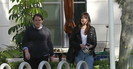 Dakota Johnson - Candids - 2017 - Dakota en Sony Pictures Studios en Los Ángeles