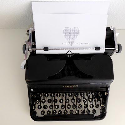 mit Strich und Faden: Hermes 2000 Schreibmaschine