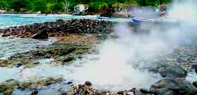 sumber air panas di pantai wartawan