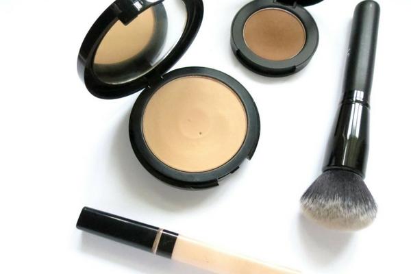 base maquillaje piel grasa control de brillos acabado semi mate