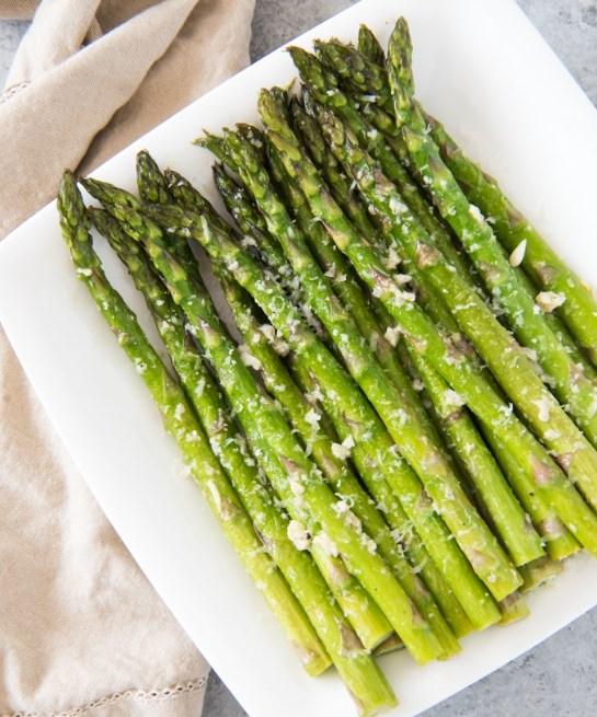 Oven Roasted Asparagus with Garlic, Parmesan & Lemon #healthy #vegetarianesan, & Lemon #healthy #vegetarian