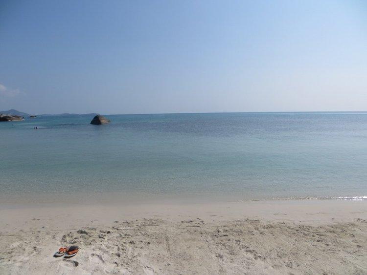 шлёпки на пляже Самуи