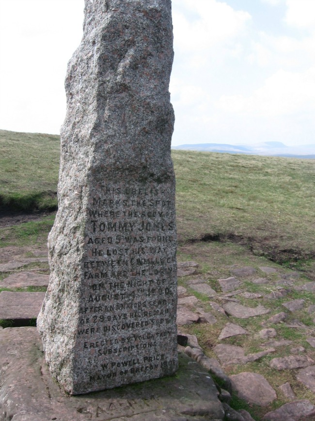 Walks-in-South-Wales-Pen-Y-Fan-image-of-Tommy-Jones-obelisk