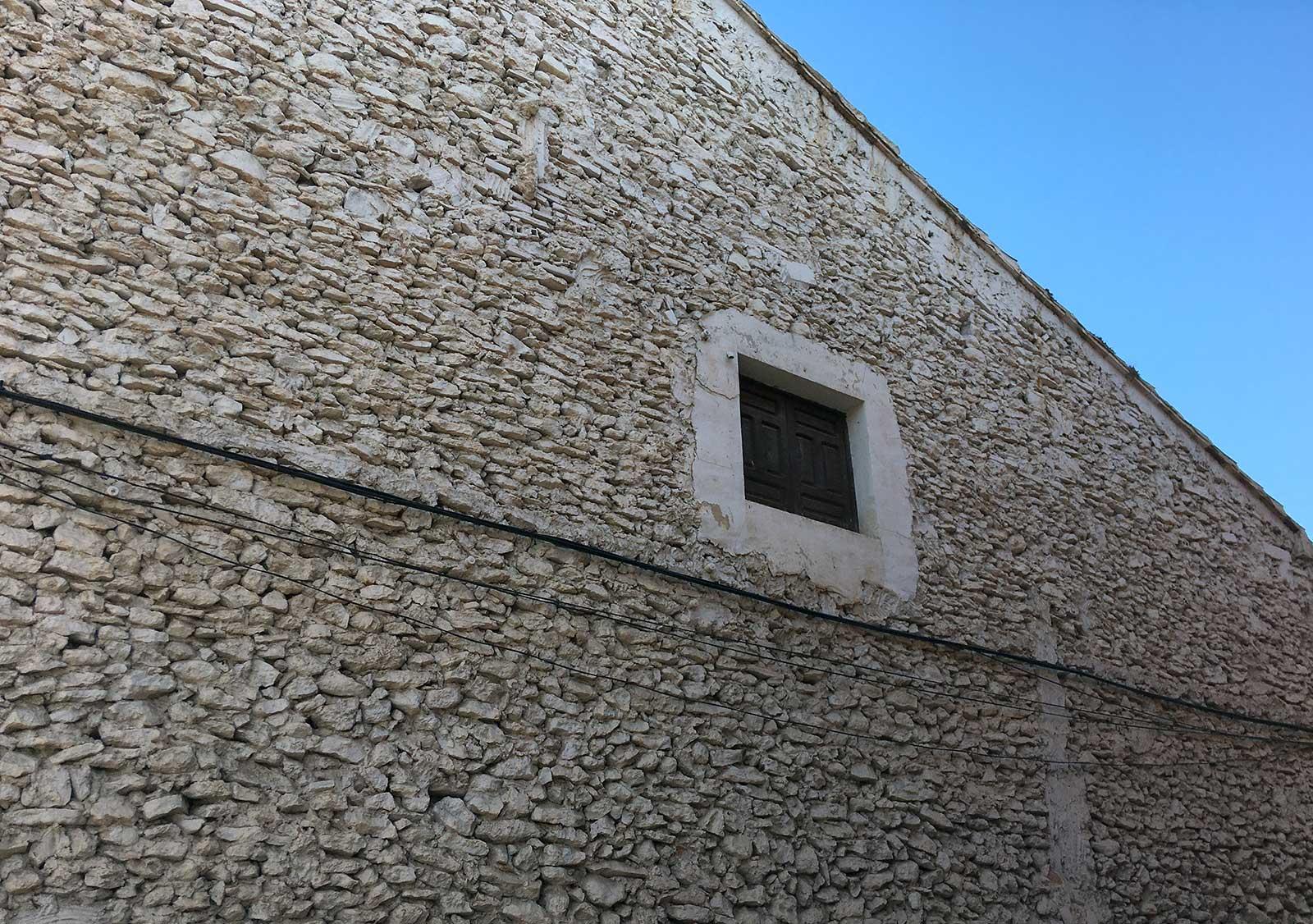 Antigua fachada lateral en la calle Numancia. Yecla, 2020