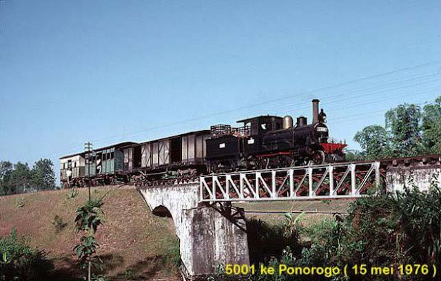 Jalur kereta api ini dibangun awal abad 20, atau sekitar tahun 1907 oleh perusahaan kereta api milik pemerintah Hindia Belanda kala itu, Staats Spoorwegen (SS).