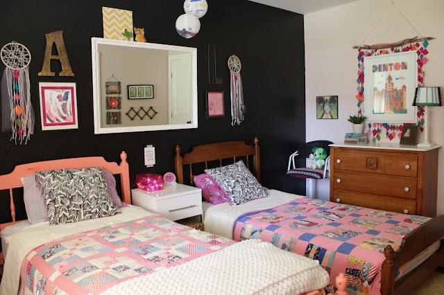 Girls black white and color shared room | House Homemade