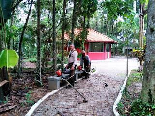 Bosque Municipal Torazo Okamoto de Registro-SP recebe manutenção e limpeza