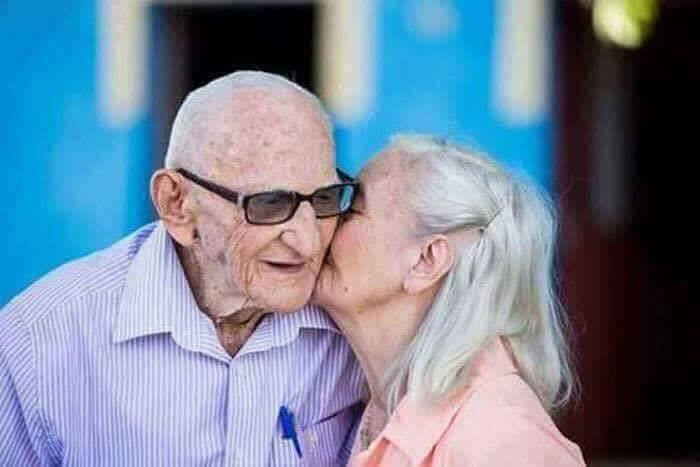 Cute Old Couples Photos Goes Viral on the Internet
