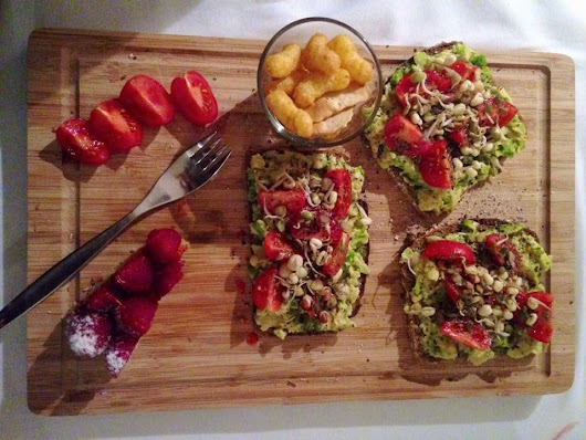 AVOCADO-TOMATO BREAD - VEGAN