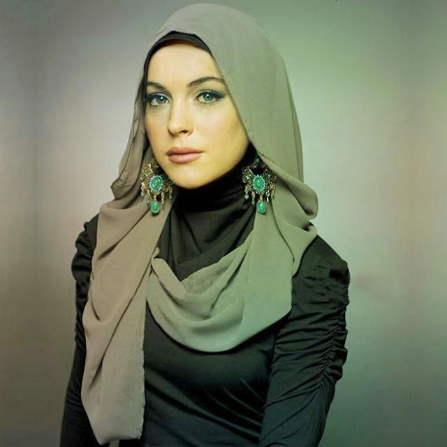 Lindsay Lohan, Berhijab Di London Modest Fashion Week
