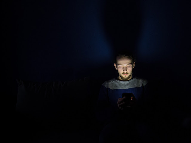 If your Smartphone does not support night mode here are 5 Best Android Apps that Reduce Eye Strain for Night Reading