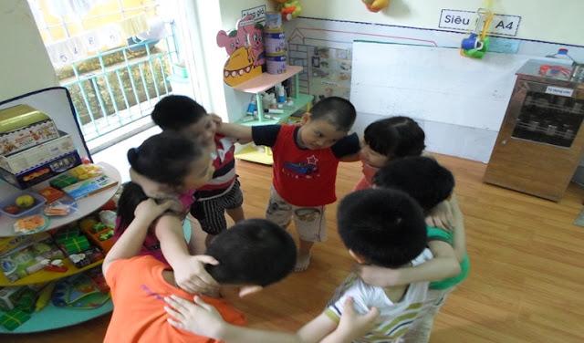Biện pháp rèn kỹ năng sống biết quan tâm chia sẻ  cho trẻ Mẫu giáo lớn 5-6 tuổi